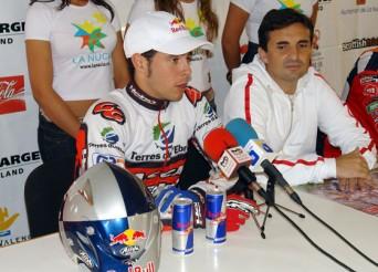 Adam Raga, même face aux journalistes, n'oublie jamais ses cannettes de Red Bull !